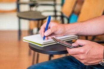 بررسی مزایای کلاس های آنلاین